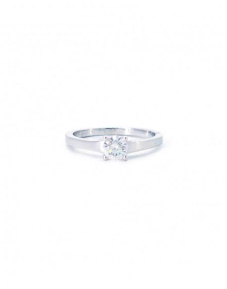 Anell dor blanc amb un diamant de 0.50 quilats