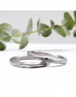 Anell de plata amb un diamant negra de 0.01 quilats
