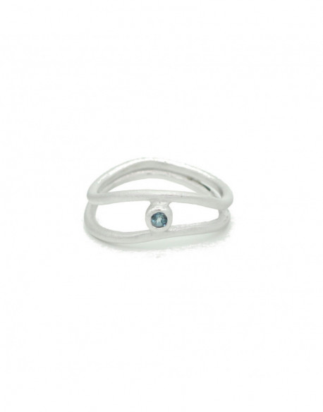 Anillo de plata con topacio azul